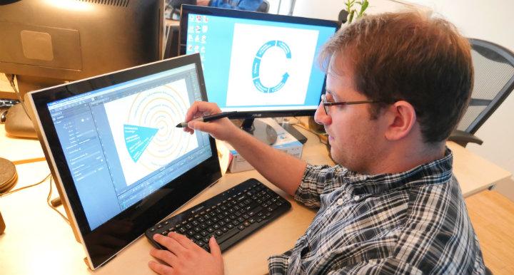 Alon Alaskov creating interactive infographic