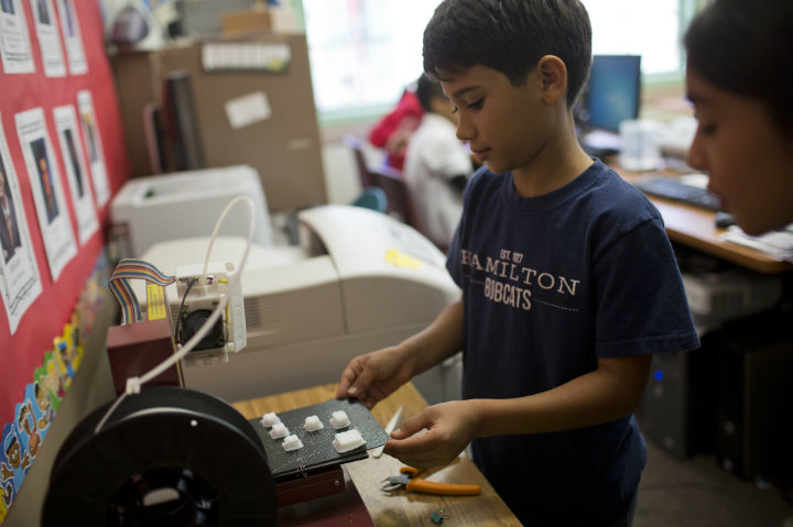 Pasadena school students 3D printing in their classrooms